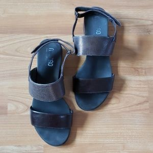 Brown leather Munro sandals size 7.5 WW